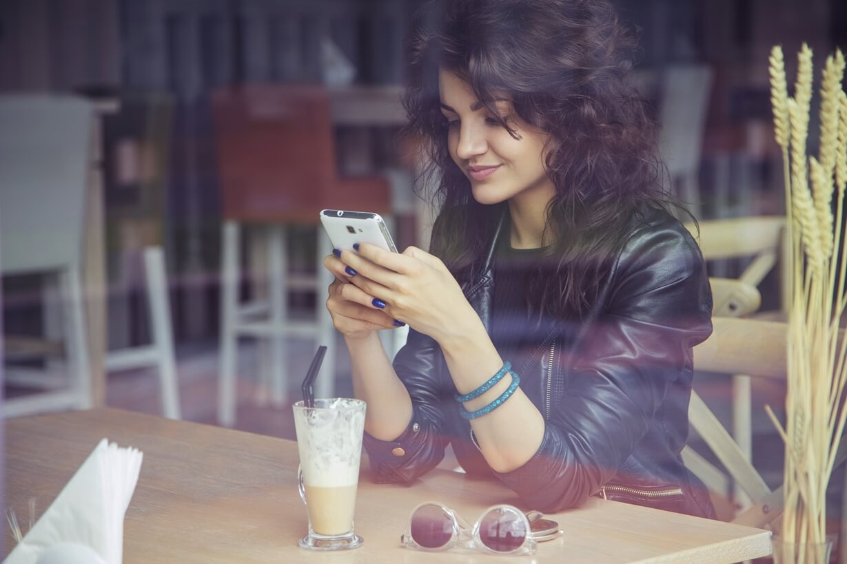 12 Text Messages You Should Never Send to Your Ex